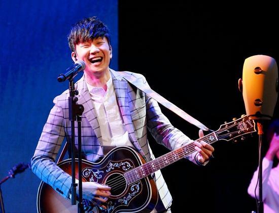 """林俊杰演唱会将唱""""3D""""歌 新专辑与自己对话"""