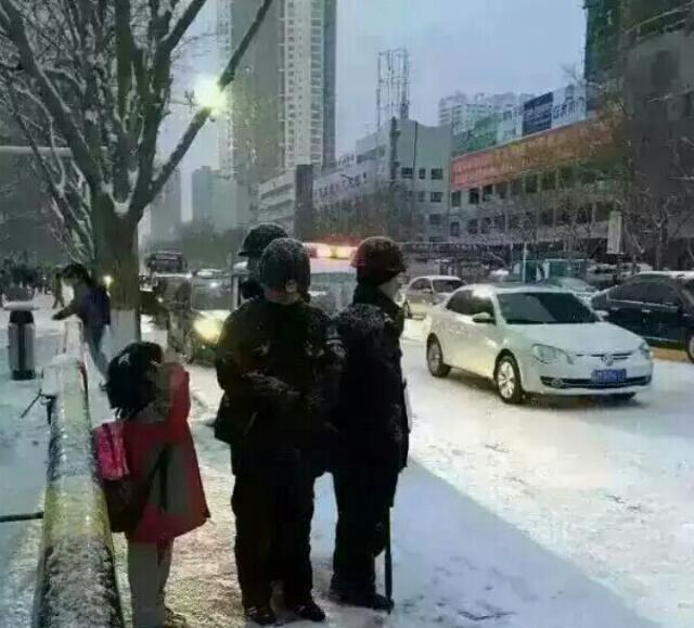 驻港部队原政委岳世鑫任南部战区副政委 多才多艺