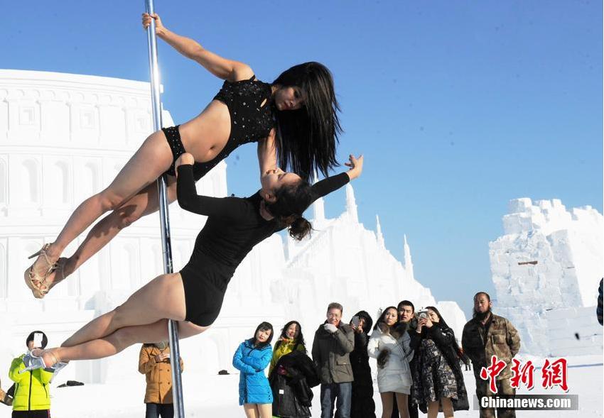 长春女子上演雪地钢管舞 呼吁拒绝皮草2015.12.20 - fpdlgswmx - fpdlgswmx的博客