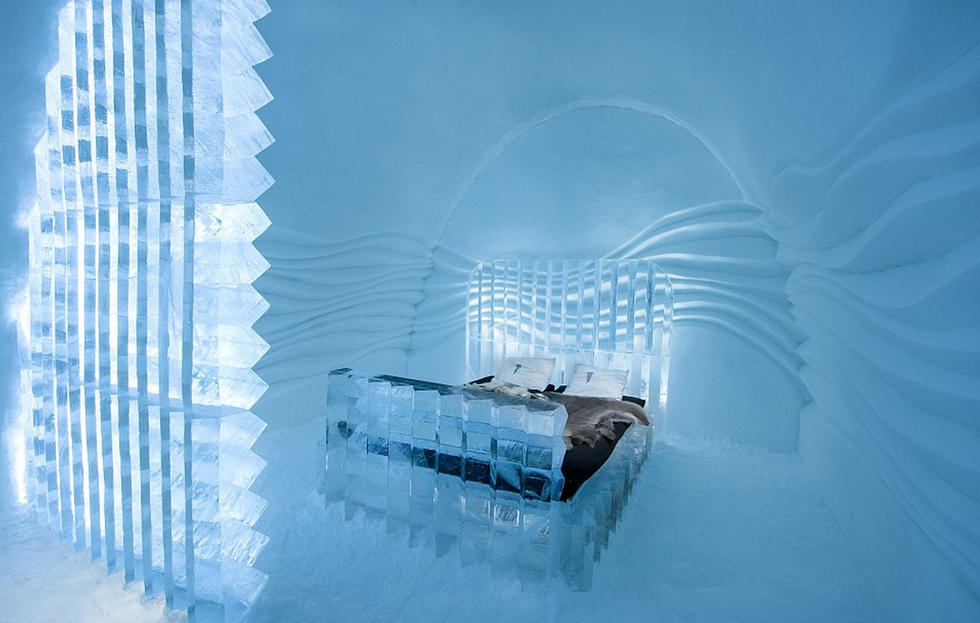 """探秘世界最酷""""冰旅馆"""" 住客睡冰块裹兽皮 - 海阔山遥 - ."""