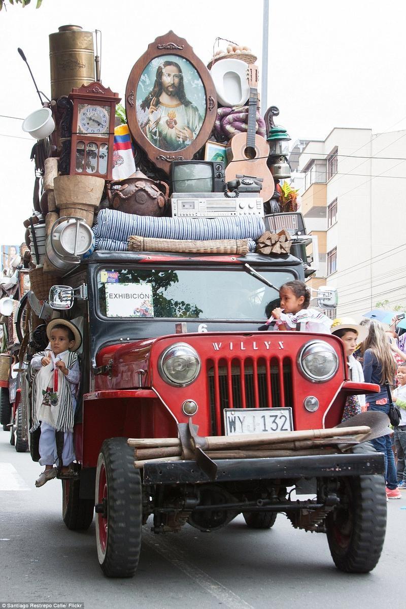 jeep吉普-哥伦比亚吉普车 超载 大赛 比谁最能装图片
