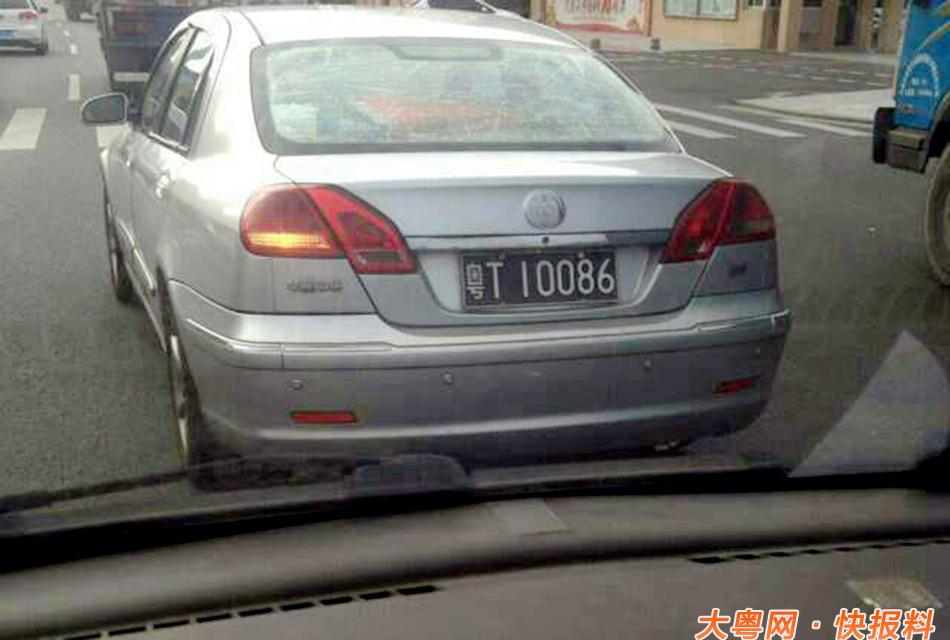 正驾车行驶在深圳市罗湖区的苏先生看到前方一台银色轿车的车牌非图片