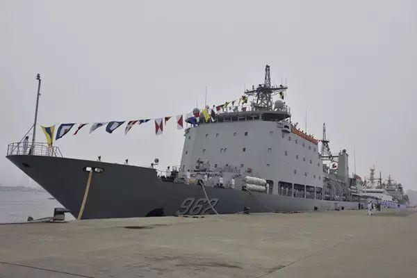 中国海军12月26日一次服役3艘新舰图片