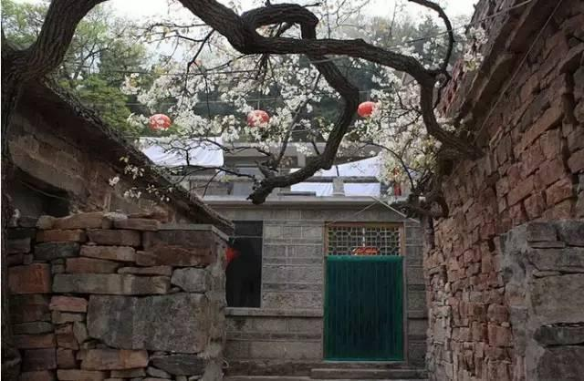 动.这个始建于东汉末年的村庄,如今村子里的房屋、建筑依旧保持