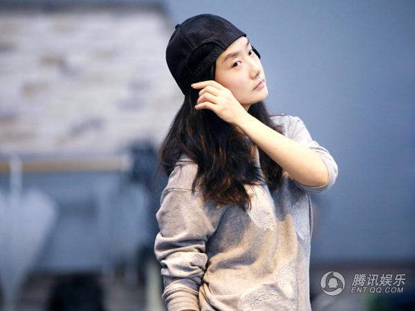 凤凰传奇备战江苏卫视跨年演唱会 玲花将给曾毅伴唱