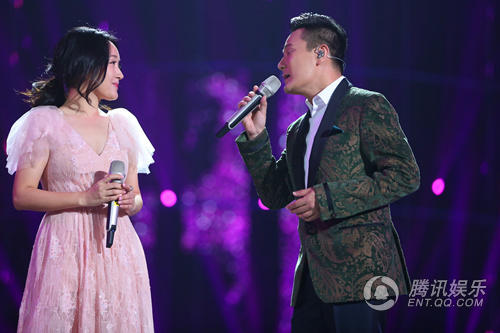 """杨钰莹跨年再玩颠覆 观众被洗脑""""停不下来"""""""
