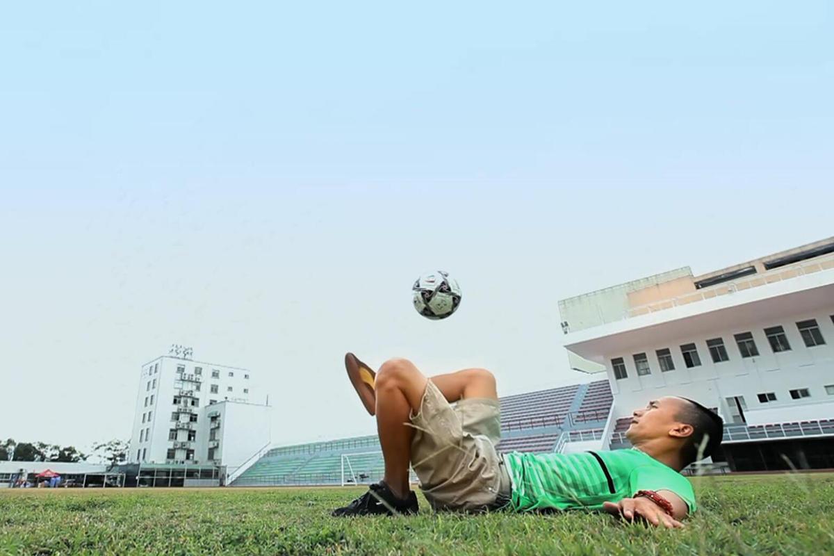 街头足球平地花式技巧图片