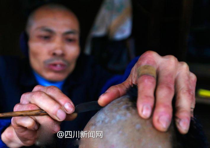 家教老师被我干-【剃头匠袁师傅:一把剃刀 剃去四十三年的光景】成都市双流县彭镇,图片
