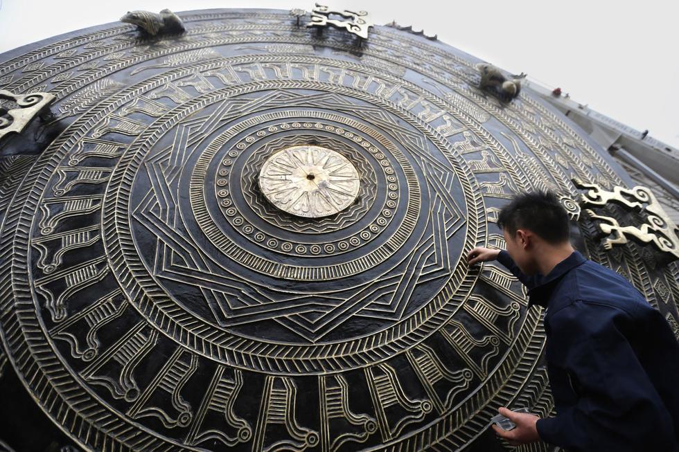 广西造出世界最大铜鼓 直径4.2米重达7吨2016.1.11 - fpdlgswmx - fpdlgswmx的博客