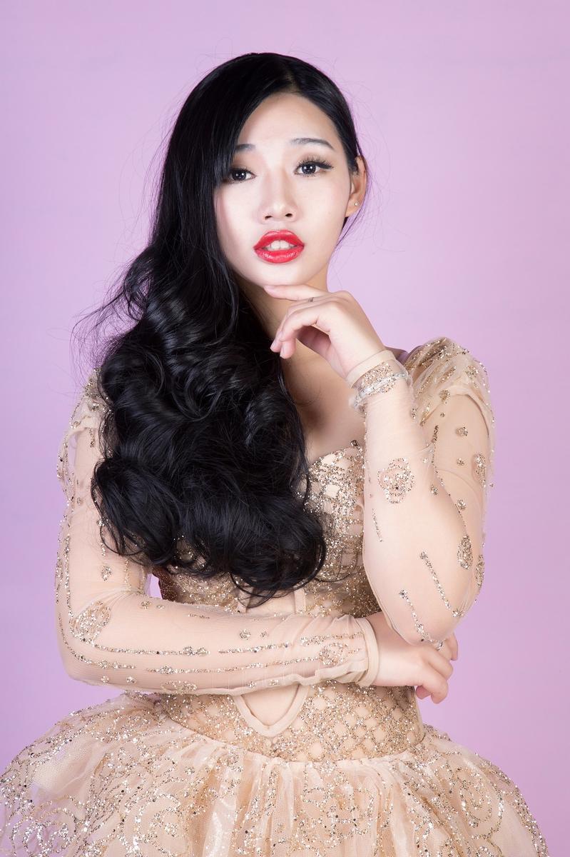 高清 江苏爆红女DJ拍性感写真 傲人上围吸睛