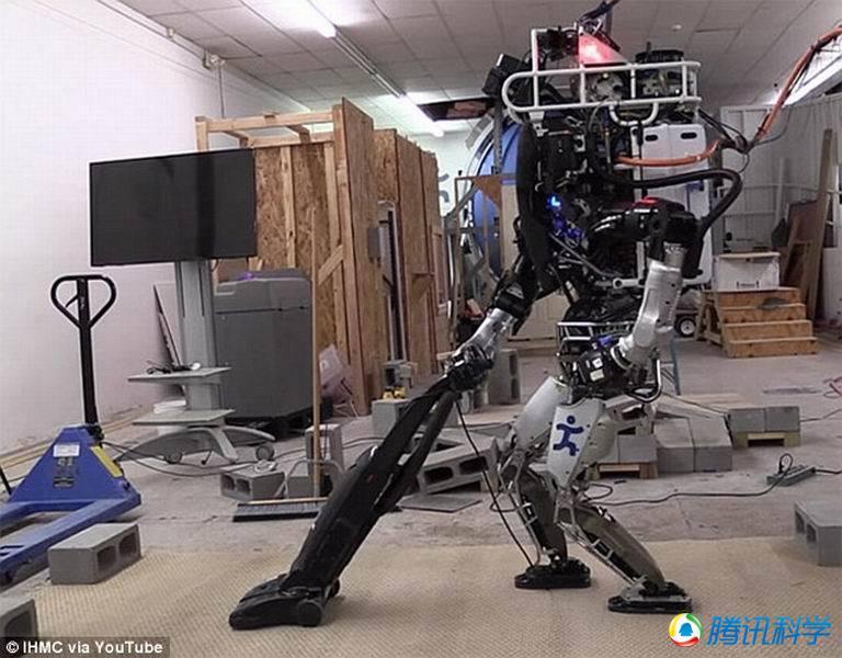 """组图:谷歌""""阿特拉斯""""机器人会扫地做家务"""