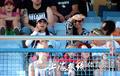 华人美女球迷助威上港