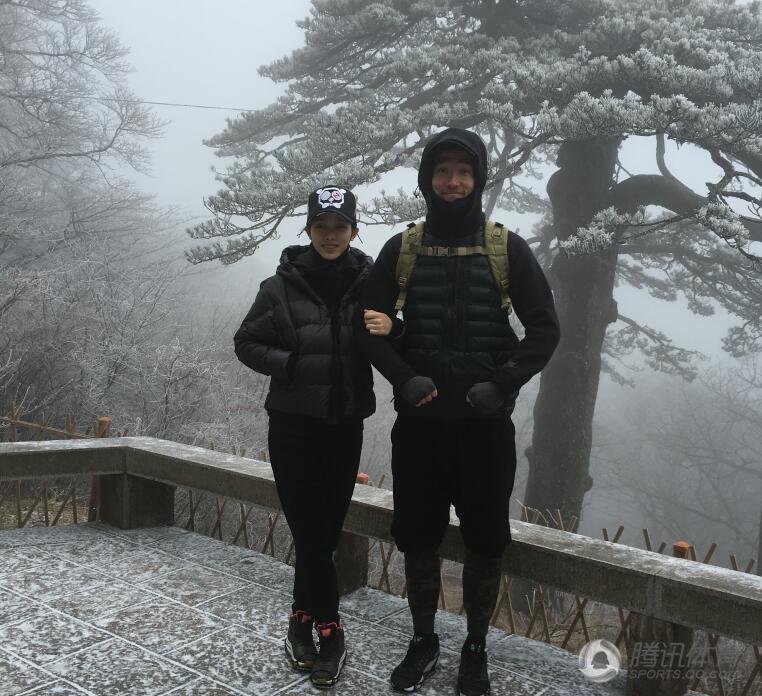 刘翔和女友腊八节登黄山 发微博晒出亲密合影2016.1.18 - fpdlgswmx - fpdlgswmx的博客