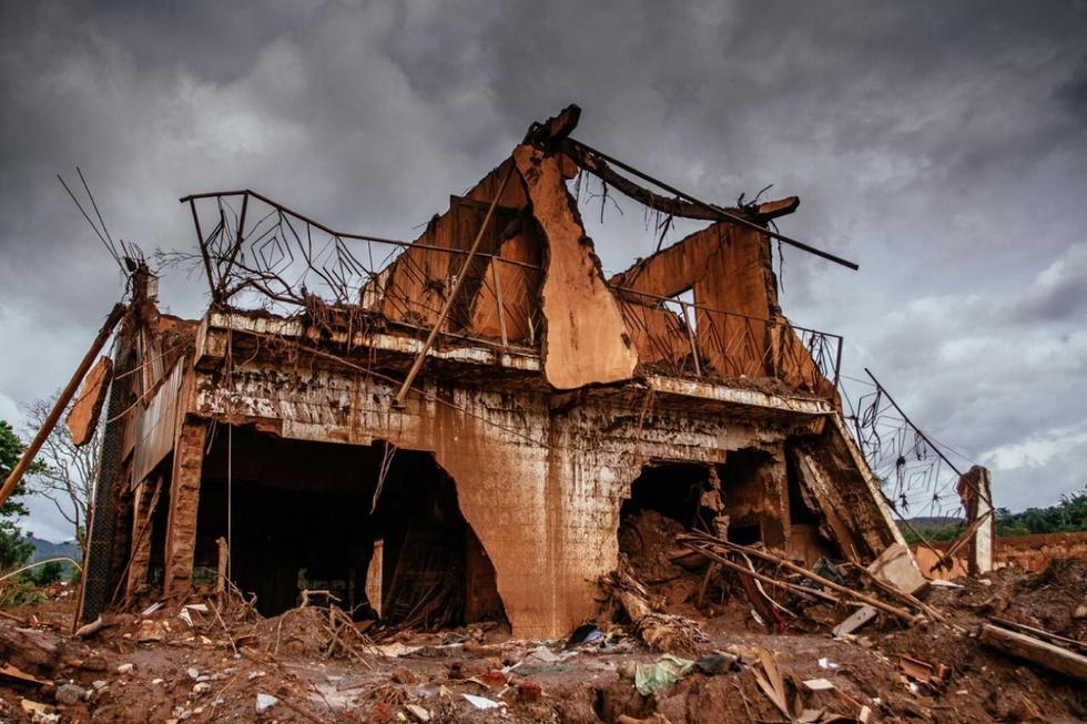 巴西最严重环境灾难泥石流淹没屋顶