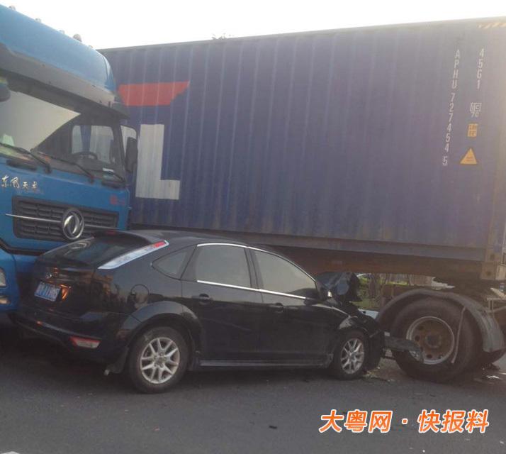 8点,霍先生在广州上班路上目睹一起车祸.当时他经过番禺区钟村