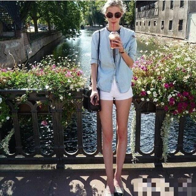 组图:法国16岁嫩模身高1米81 腿长破天太抢镜