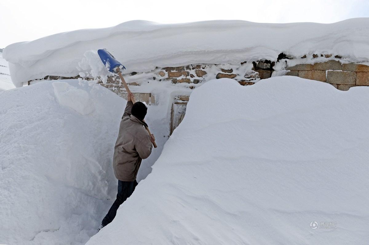 寒潮来袭土耳其已沦陷 民众雪中挖地道出行(组图)