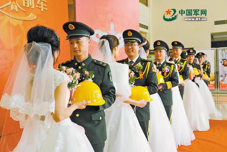嫁人就嫁火箭军:27对新人举办集体军营婚礼2016.1.25 - fpdlgswmx - fpdlgswmx的博客