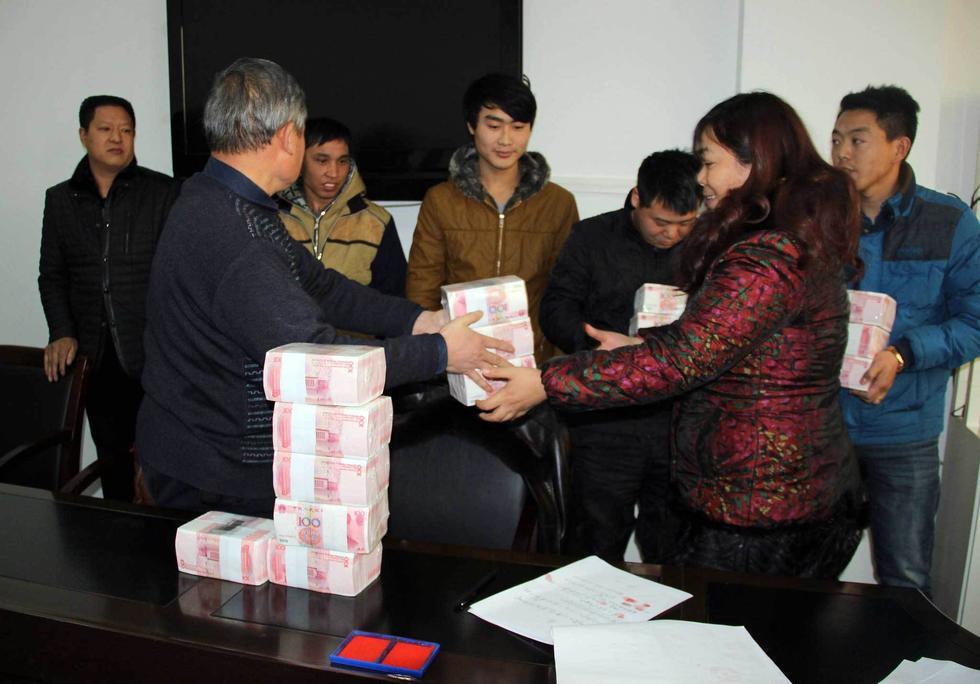 贵州企业准备500万现金为农民工发工资图片