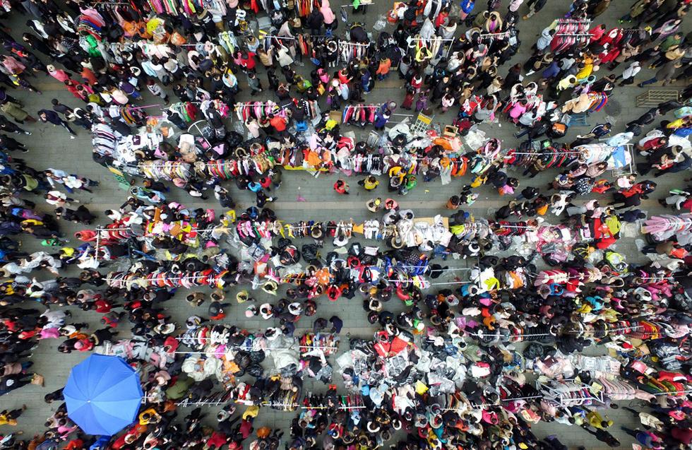 杭州一市场年前甩货 周边道路几近瘫痪 - 海阔山遥 - .