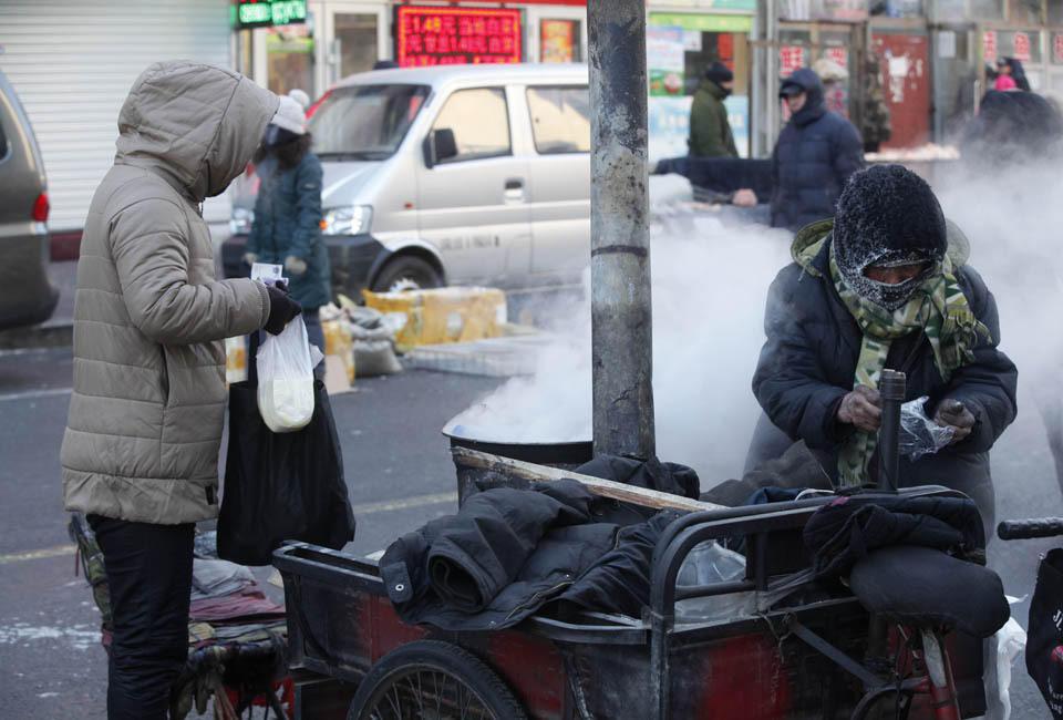 黑河80岁老奶奶-31℃极寒天气卖茶叶蛋 - 海阔山遥 - .