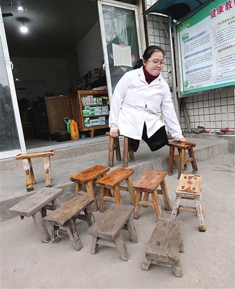"""无腿村医15年行医路 """"走""""坏24只小板凳 - 海阔山遥 - ."""