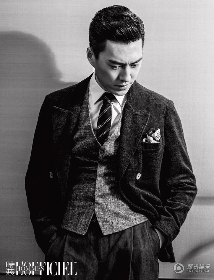近日,演员靳东为顶级时尚男刊《时装男士L
