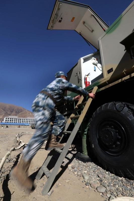 西部战区空军向全国人民拜年 导弹当背景2016.2.6 - fpdlgswmx - fpdlgswmx的博客