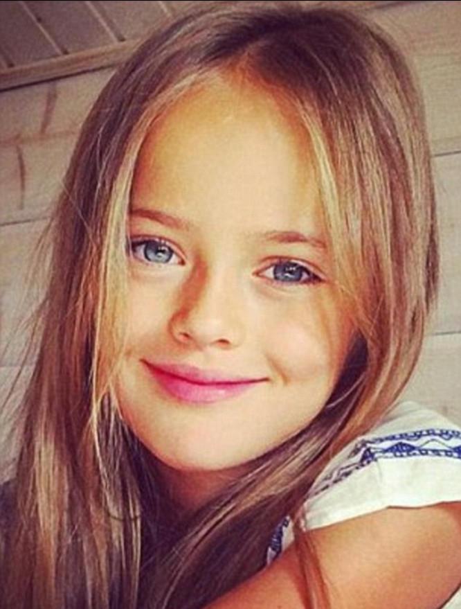 俄罗斯10岁 最美萝莉 亲妈爆照引争议 组图图片