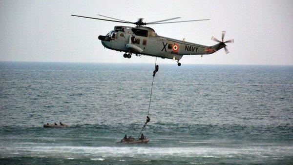 印度举办阅舰式秀双航母 中国海军首次参加图片