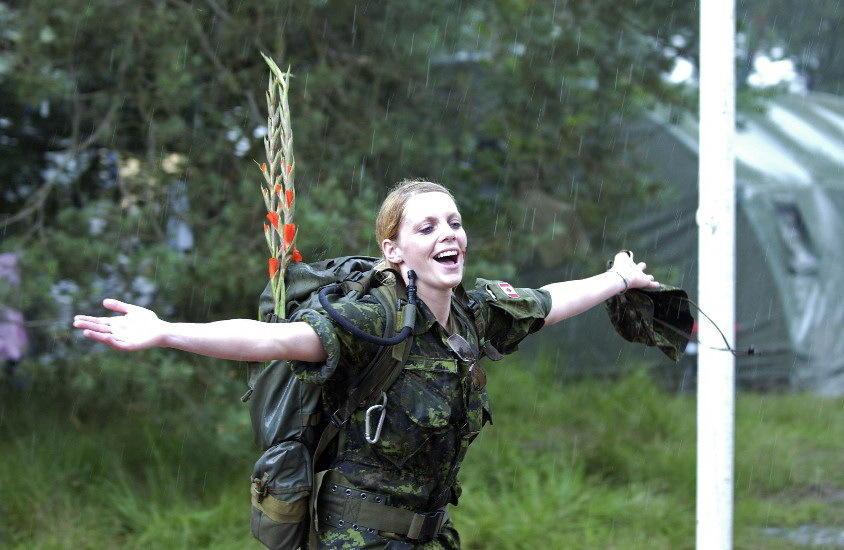 组图:欧美女兵展示啥叫巾帼不让须眉 - 海阔山遥 - .