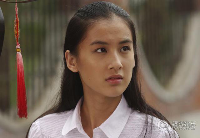 周星驰执导电影《功夫》中的黄圣依-为什么现在中国电影的女主角都