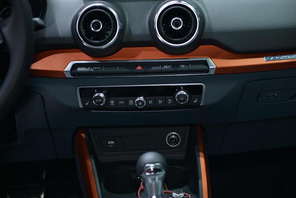 圆形的空调出风口是小型车最新的流行趋势.-奥迪Q2日内瓦车展发布 高清图片