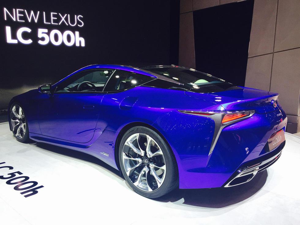 丰富了这台全新豪华跑车的动力选择,它搭载了一套由V6发动机(图片