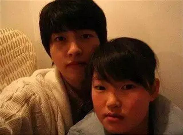 Song Joong Ki And Her Sisters Looks