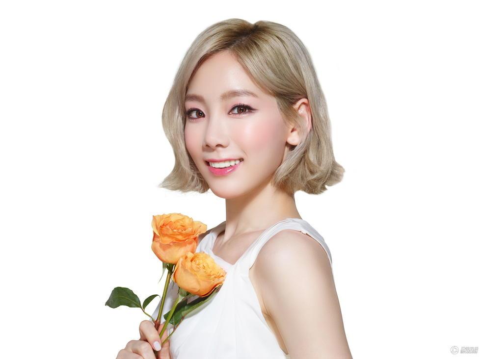 清 泰妍拍春季美妆画报 变身清新女神图片