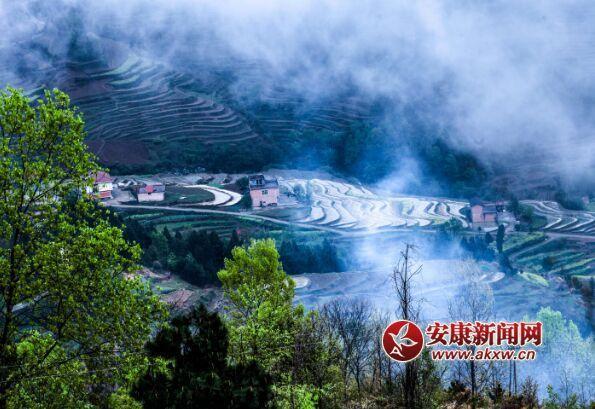 """漩涡镇黄龙村、堰坪村、茨沟村,始建于清代,集""""山、水、田、屋"""