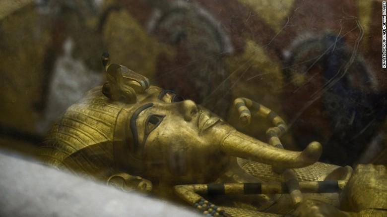 考古学家认为在古埃及法老王图坦卡蒙的墓室墙壁后极可能藏有密图片