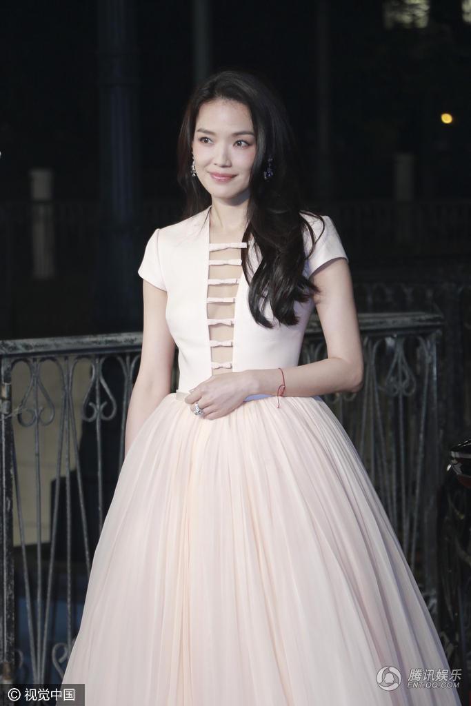 女星:亚洲电影大奖性感秀性感高圆圆a女星迷人女裤高清丁字图片