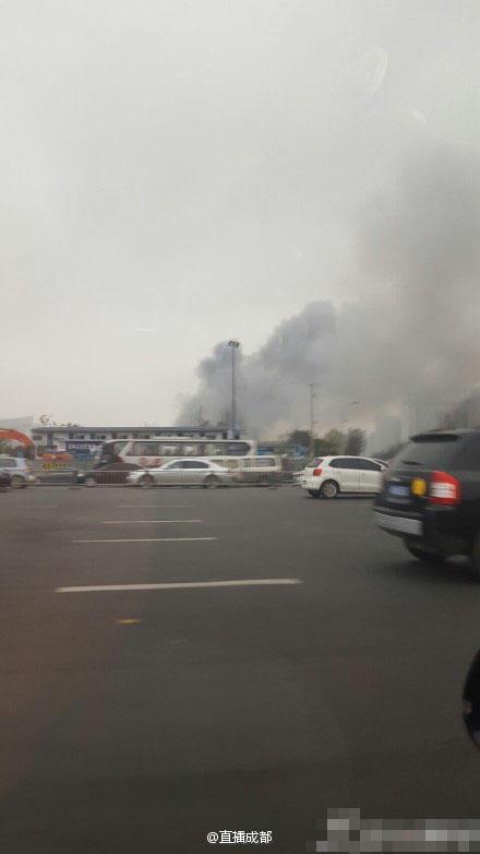 据网友@一一一一条猫 爆料,下午5点半左右,成都剑南大道锦城高清图片