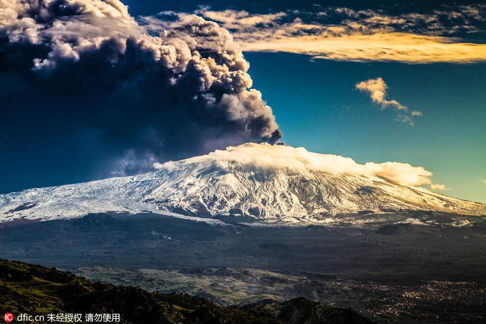 震撼欧洲最高活火山喷发画面