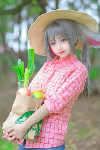 最近中国coser小柔cos《疯狂动物城》中兔子朱迪的照片在日推走红,