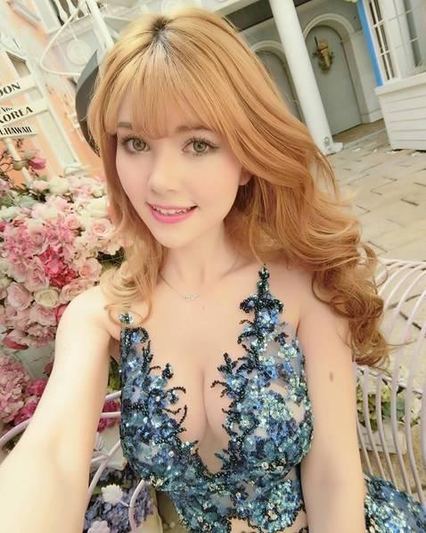 浴巾的私密照,美美哒!图据中国青年网-95后混血showgirl前凸后翘