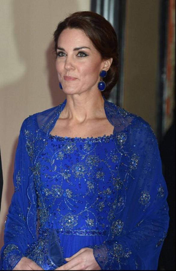 店举行.之前,戴安娜王妃也曾经来到过这家酒店参加晚宴.英国很