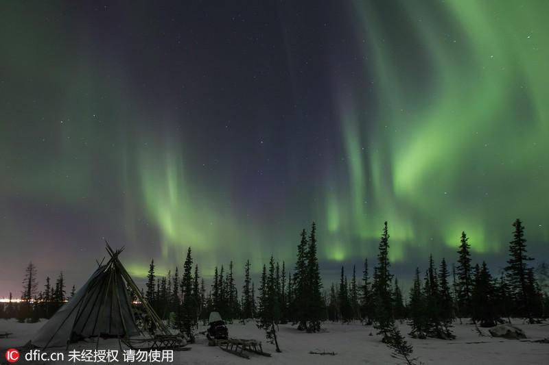 国外摄影师拍罕见北极光 - 海阔山遥 - .