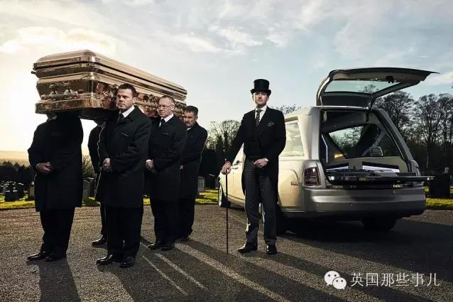 英国土豪葬礼 棺材镀金 灵车用劳斯莱斯
