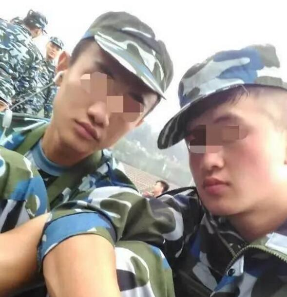 入学军训时滕某左和芦海清