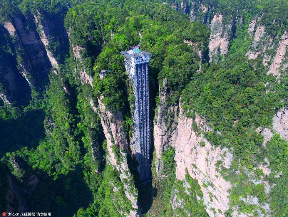 航拍世界最高张家界百龙天梯 绝壁凌空335米 - 海阔山遥 - .