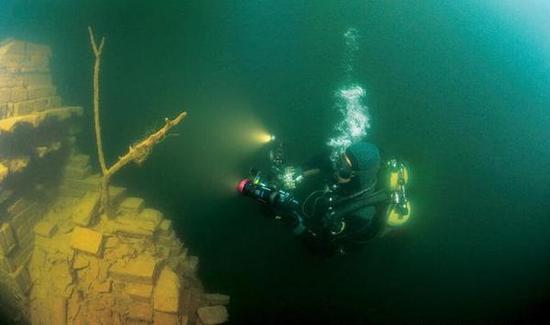 看看水下千年古城 - 海阔山遥 - .