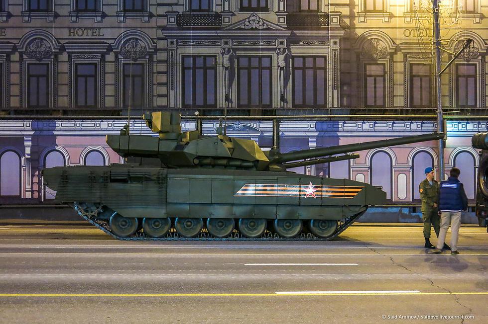 组图:俄罗斯大阅兵夜间彩排 核巨兽招摇过市 - 海阔山遥 - .